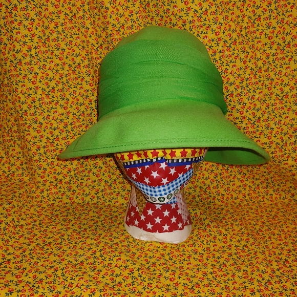 Vintage Evelyn Varon Ladies Hat